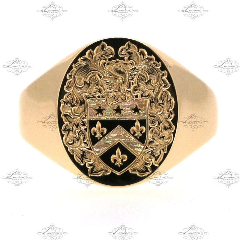 Surface engraved coat of arms on a 9ct yellow gold signet ring