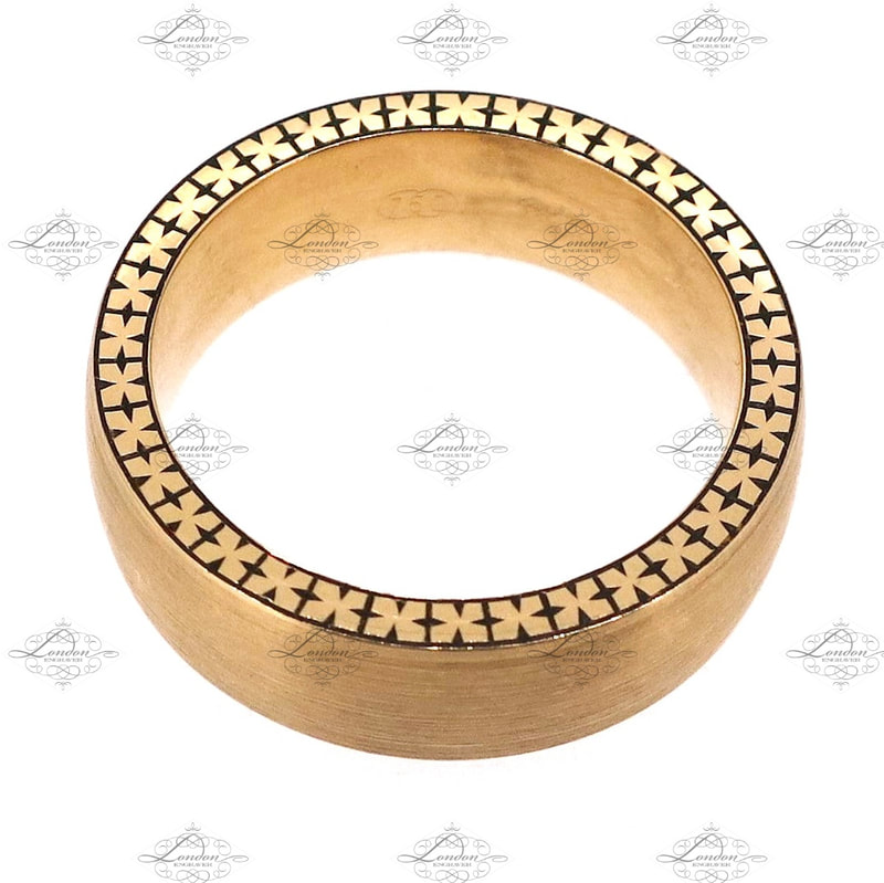 cross style patternwork hand engraved around the edge of a gents yellow gold wedding band